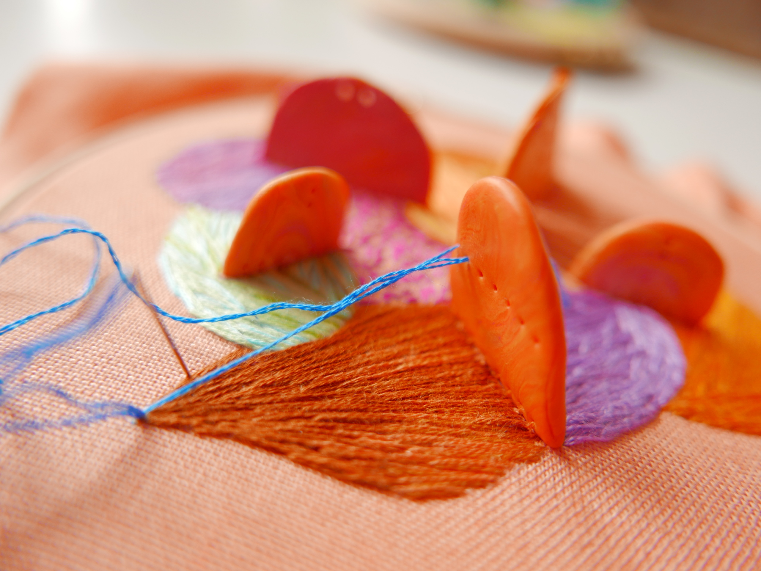Hand embroidery with 3D elements